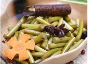 醋腌蒜苔的做法