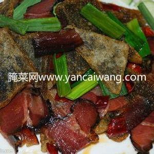 贵州风味菜肴:蕨粑炒腊肉的做法